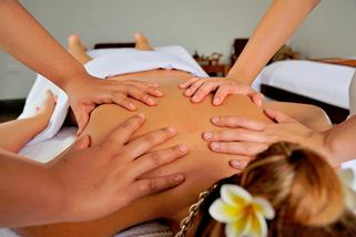 еротичен-масаж-на-четири-ръце